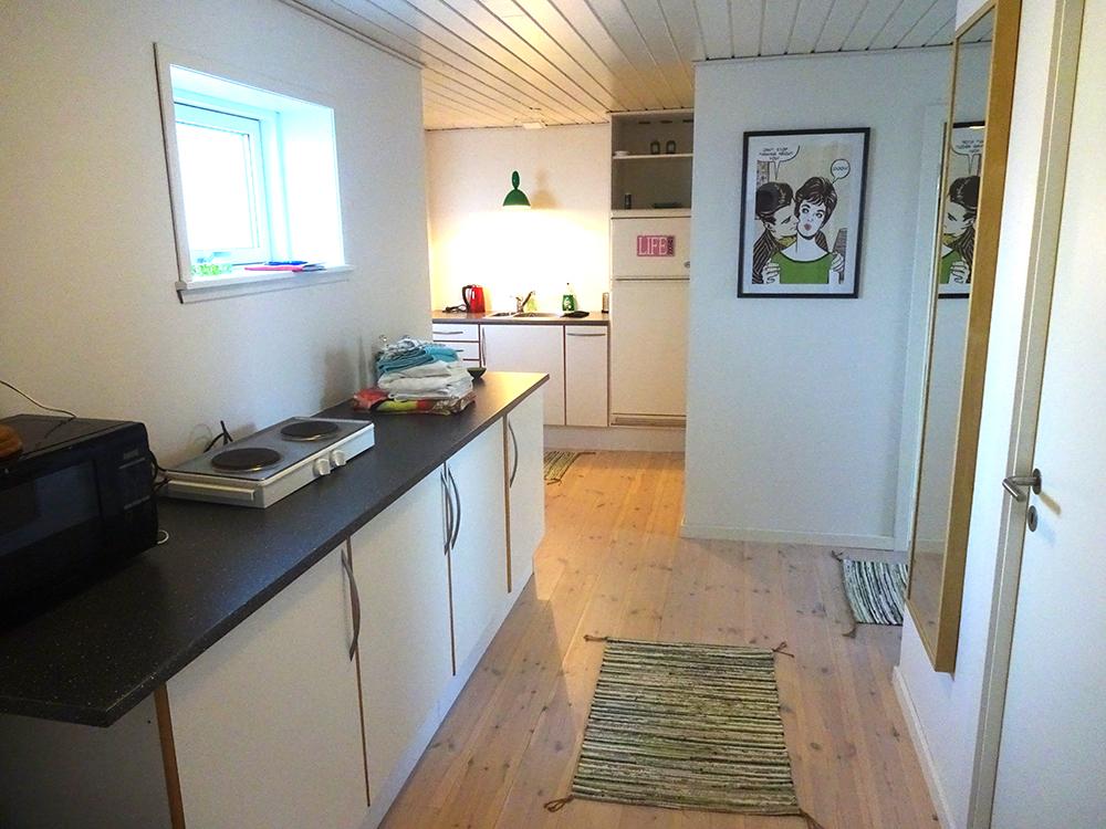 Kig fra det store værelse ud mod køkkenet